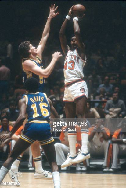 Toby Knight of the New York Knicks shoots against the Indiana Pacers during an NBA basketball game circa 1978 at Madison Square Garden in the...