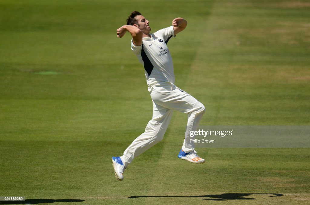 Middlesex v Somerset - Specsavers County Championship: Division One - Day 2 : News Photo