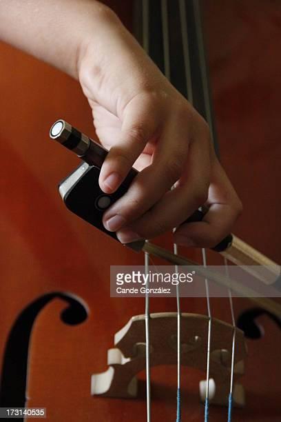 Tocando el violonchelo