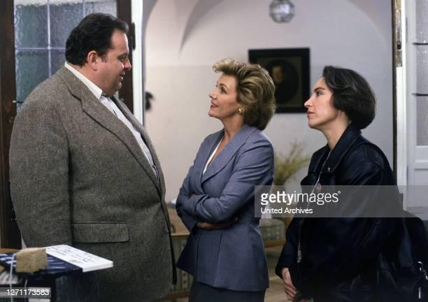 Tod im Internat D 1995 / Walter Bannert OTTFRIED FISCHER , GILA VON WEITERSHAUSEN und KATERINA JACOB in der Folge: 'Tod im Internat', 1995.