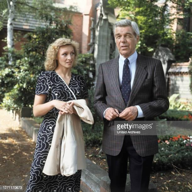 MARITA MARSCHALL und HEINZ DRACHE in 'TATORT' Folge 'Tod macht erfinderisch' 1986