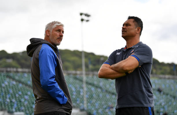 BATH, ENGLAND - SEPTEMBER 09: Todd Blackadder, Baths Director of Rugby talks with Tabai Matson, Head Coach of Bath prior to the Aviva Premiership match between Bath Rugby and Saracens at Recreation Ground on September 9, 2017 in Bath, England. (Photo by Dan Mullan/Getty Images)