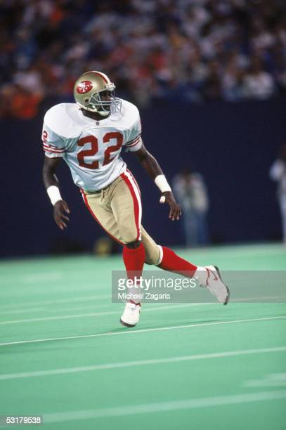 Todd Bowles of the San Francisco 49ers defends against the pass during the game against the New York Giants at Giants Stadium on September 2 1991 in...