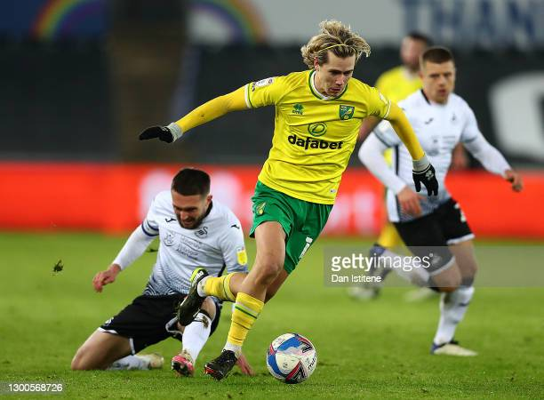 Todd Cantewll of Norwich City avoids a tackle from Jay Fulton of Swansea City during the Sky Bet Championship match between Swansea City and Norwich...