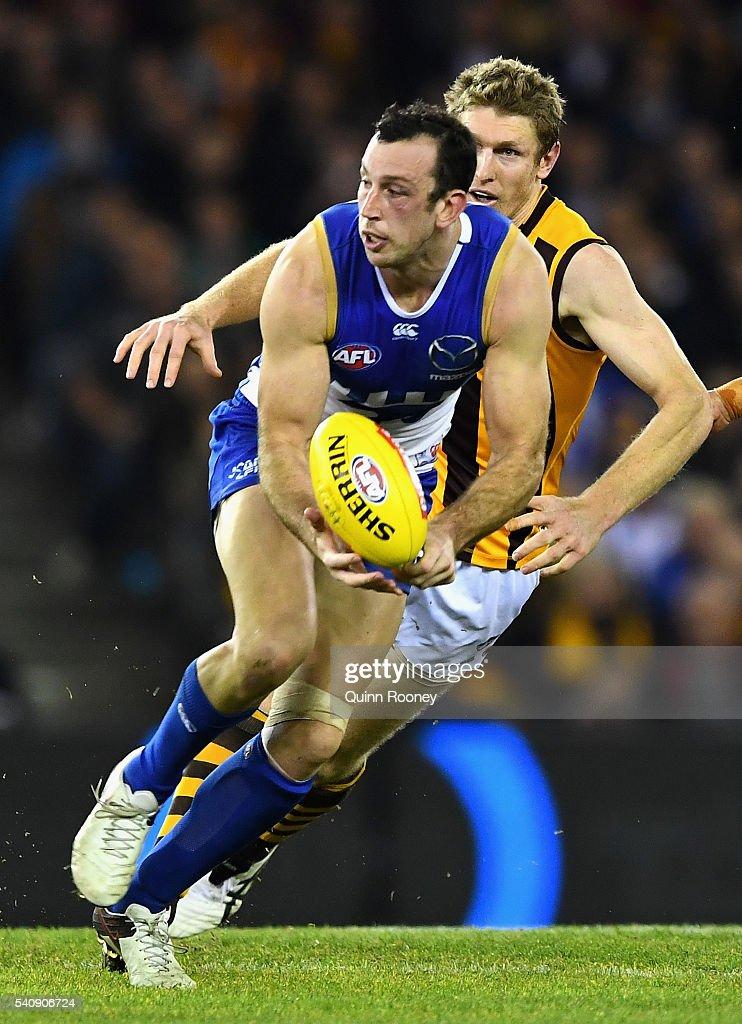 AFL Rd 13 - North Melbourne v Hawthorn : News Photo