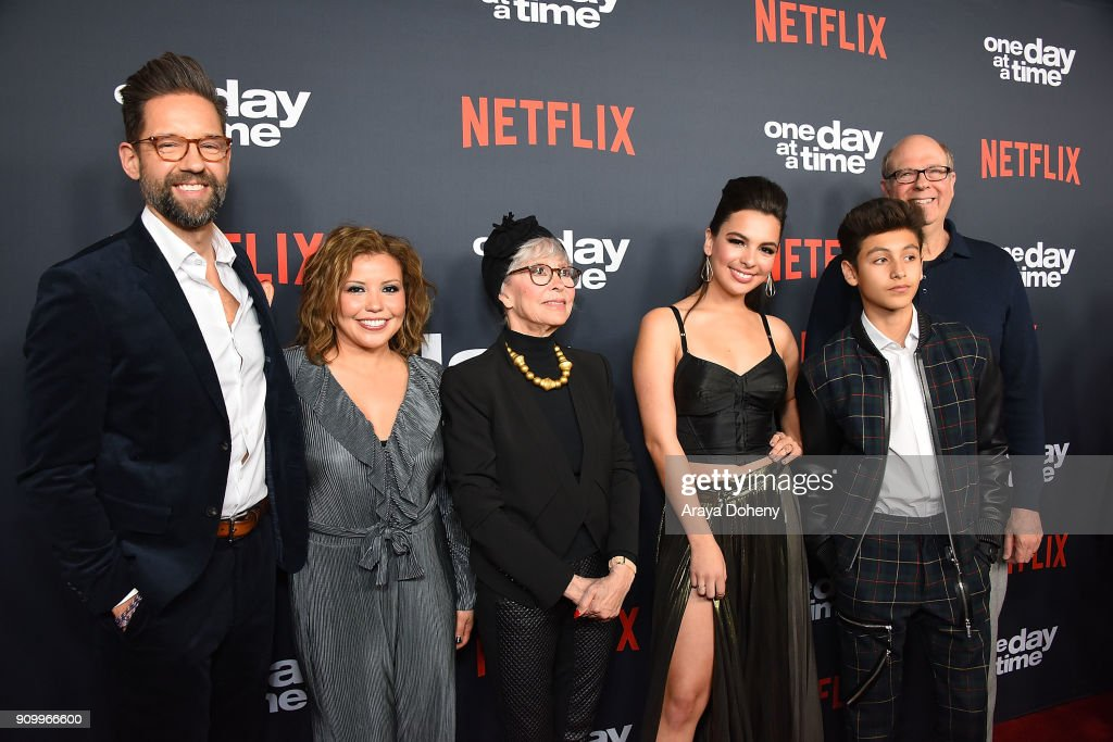 Premiere Of Netflix's 'One Day At A Time' Season 2 - Red Carpet : Nachrichtenfoto