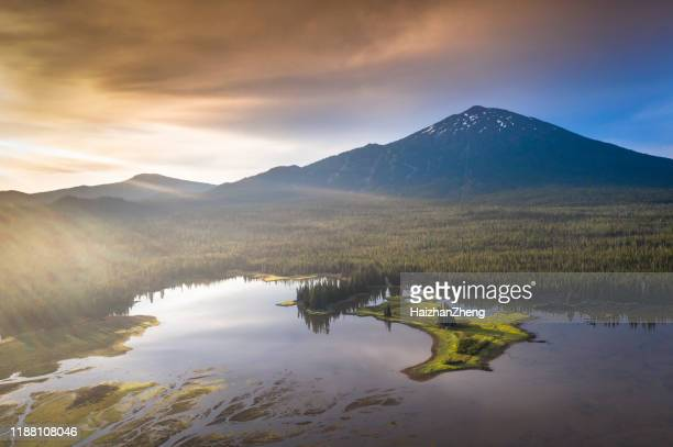 todd lake and mt bachelor, oregon, usa - deschutes national forest stock pictures, royalty-free photos & images