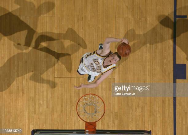 Todd MacCulloch, Center for the University of Washington Huskies makes a one handed dunk during the NCAA Pac-10 Conference college basketball game...