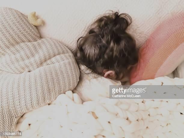 toddler fast asleep under weighted blanket - 毛布 ストックフォトと画像