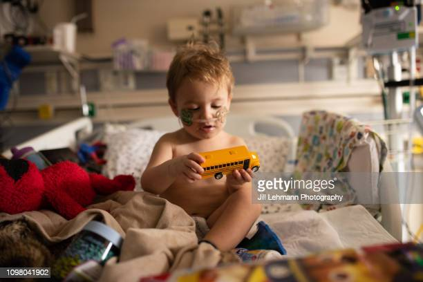 toddler is sick in picu with rsv and has iv and oxygen - illness stock pictures, royalty-free photos & images