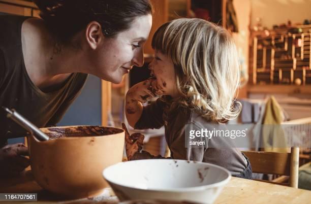 toddler making cookies with his mother - cioccolato foto e immagini stock
