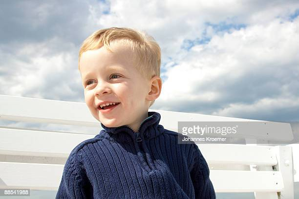 toddler sitting on bench - wantagh stock pictures, royalty-free photos & images