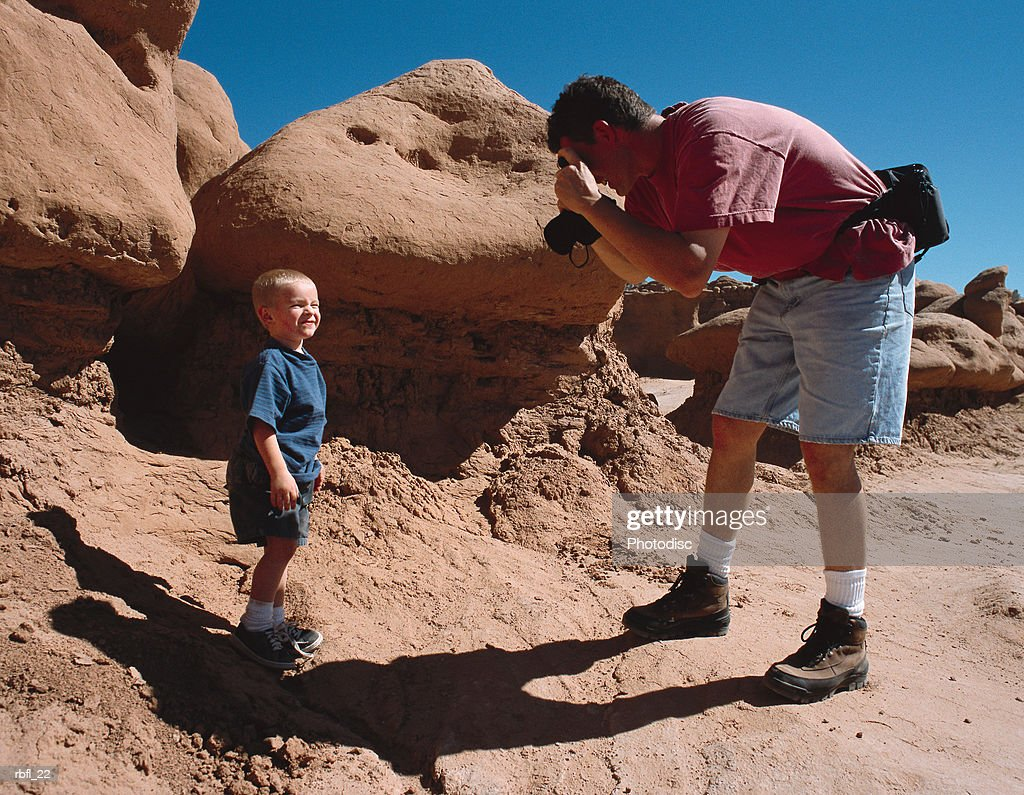 toddler stops on his hike to pose for a photograph by his father : Stockfoto