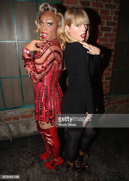 Todrick Hall as Lola and Taylor Swift pose backstage at the hit musical Kinky Boots on Broadway at The Al Hirschfeld Theater on November 23 2016 in...