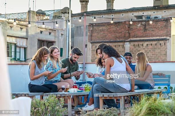 together alone,  social media concept - evento social fotografías e imágenes de stock