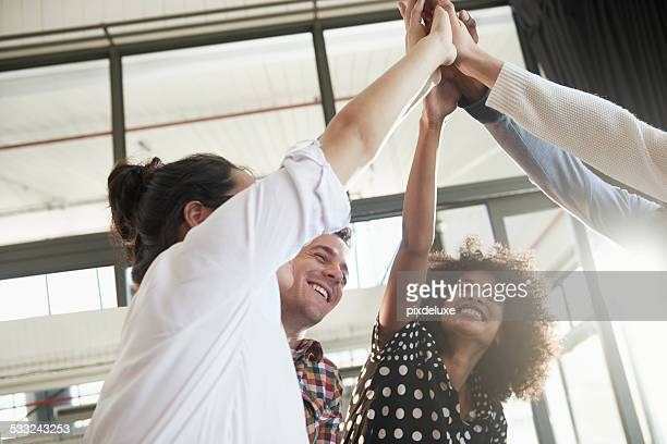 together everyone achieves more - opwinding stockfoto's en -beelden