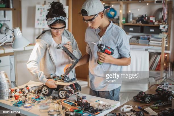 Zusammen können sie alles reparieren