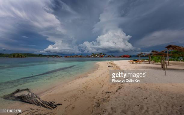 togian beach approached by thunder storm clouds - collin key stock-fotos und bilder