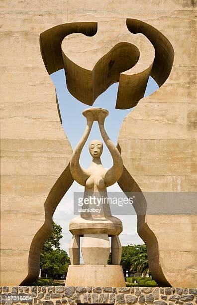 togo: monumento de la independencia nacional de lomé (detalles - togo fotografías e imágenes de stock