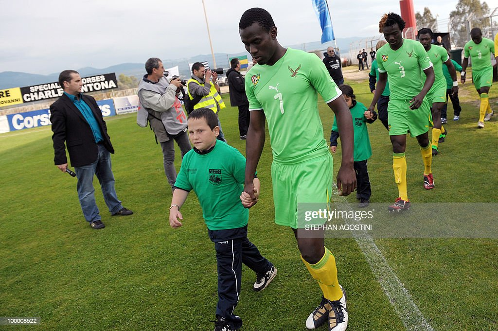 PERAUT - Togolese football national team players Malick Korodowou (C) and Kacla Eninful (R) arrive for a friendly match against Gabon as part of the 'Corsica football Cup' on May 19, 2010 at the François Coty Stadium in Ajaccio.