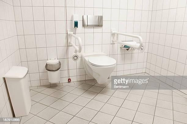 Toilette für Menschen mit Behinderungen