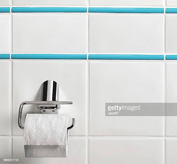 トイレットペーパー垂れ下がるバスルーム