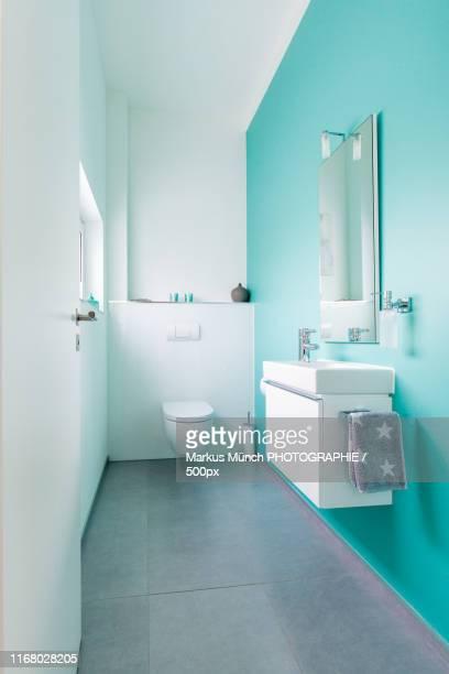 toilet - gast stock-fotos und bilder