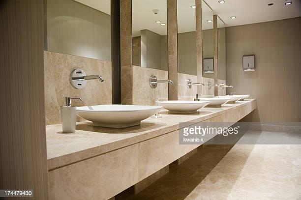 Bagno pubblico foto e immagini stock getty images - Sesso in bagno pubblico ...
