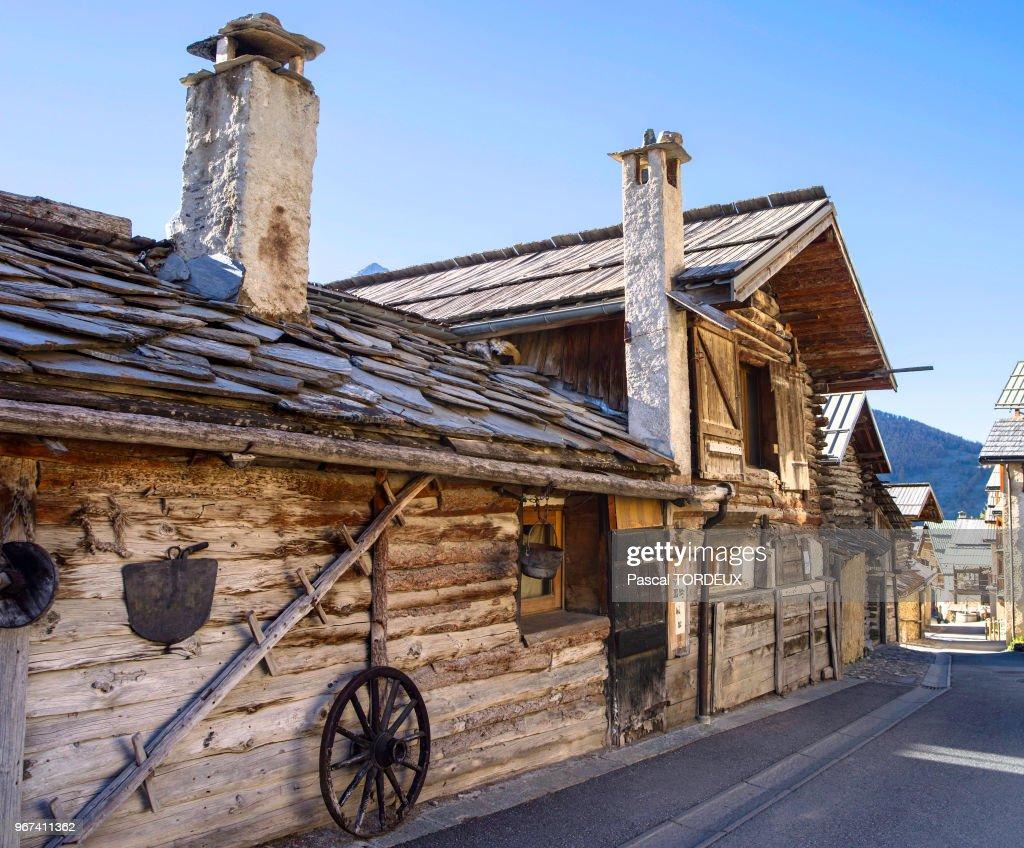 Maison Toit De France toit en lauzes de schiste. village le plus haut d'europe