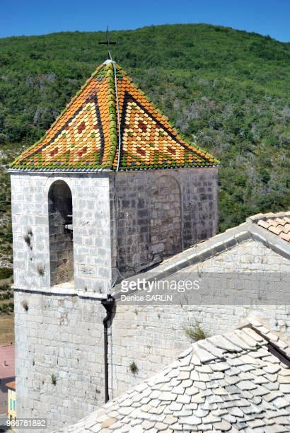Toiture en tuiles vernissées de l'eglise SaintAndré CompssurArtuby Var PACA ProvenceAlpesCôte d'Azur France