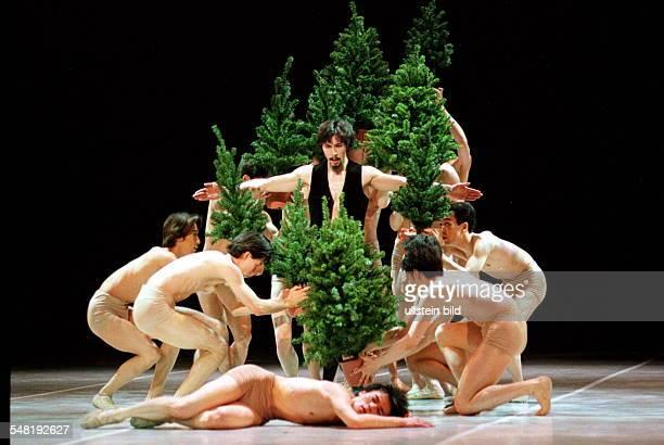 Tokio Ballett Der Nussknacker von Maurice Bejart Yasuyuki Shuto als Mephisto Deutsche Oper Premiere