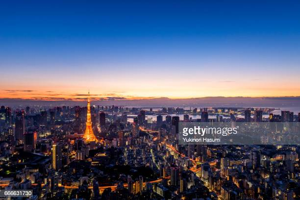 tokyo at dawn - roppongi hills stock pictures, royalty-free photos & images