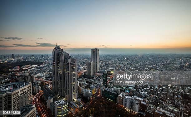 tokyo at sunset - 東京都庁舎 ストックフォトと画像