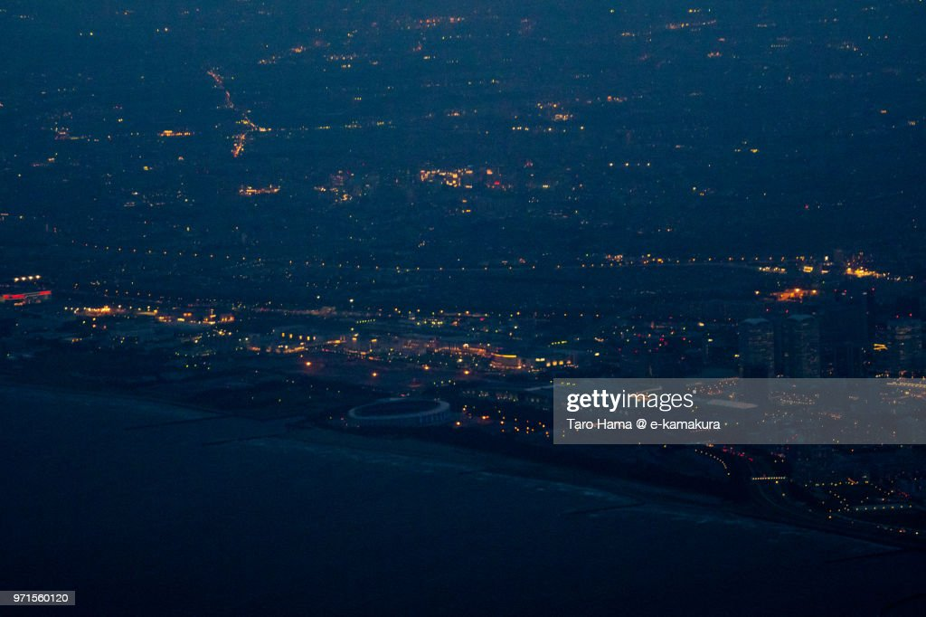 Tokyo Bay and Makuhari Messe in Chiba in Japan twilight time aerial view from airplane : ストックフォト