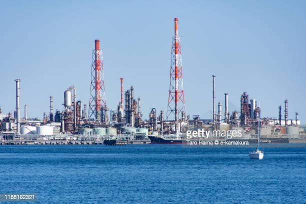 tokyo bay and oil refinery in yokohama city in kanagawa prefecture of japan - taro hama ストックフォトと画像