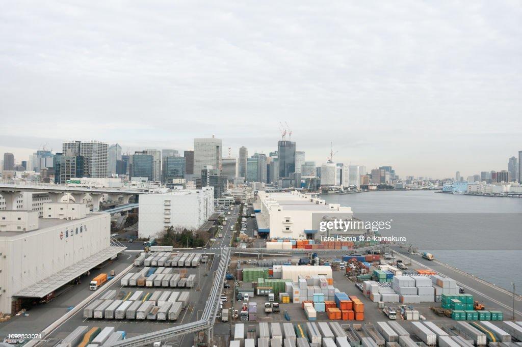 Tokyo Bay and Shibaura Pier in Tokyo in Japan : Stock-Foto