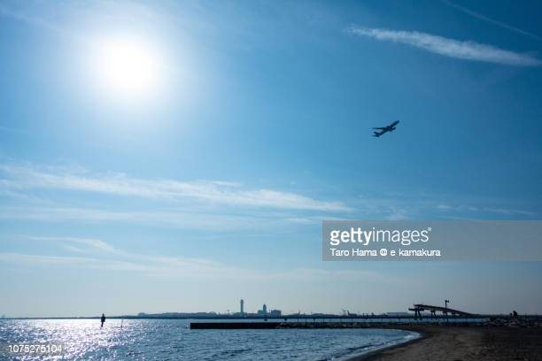 tokyo bay and the airplane taking off tokyo haneda international airport in japan in the blue sky - %e... ストックフォトと画像