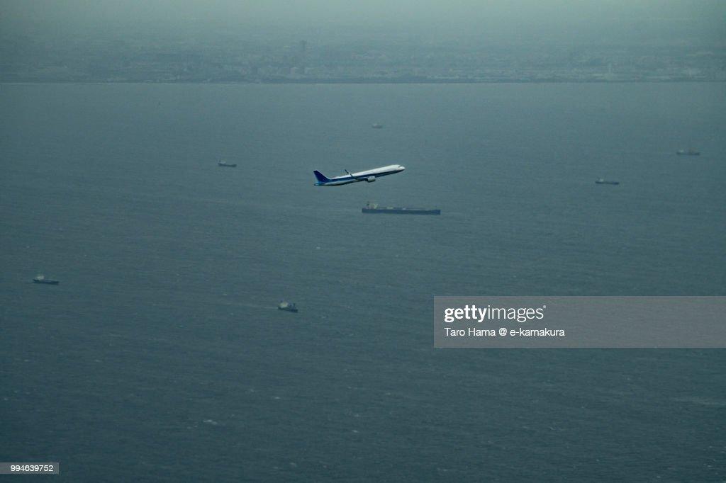 Tokyo Bay and the airplane taking off Tokyo Haneda International Airport in Japan daytime aerial view from airplane : ストックフォト