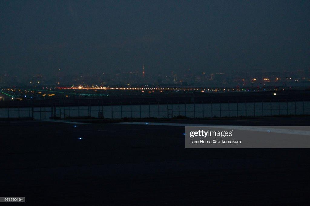 Tokyo Bay and Tokyo Haneda International Airport : ストックフォト