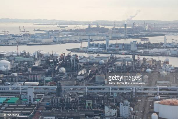 tokyo bay, oil stockpile bases and chimneys factory area in kawasaki city in kanagawa prefecture in japan daytime aerial view from airplane - 川崎市 ストックフォトと画像