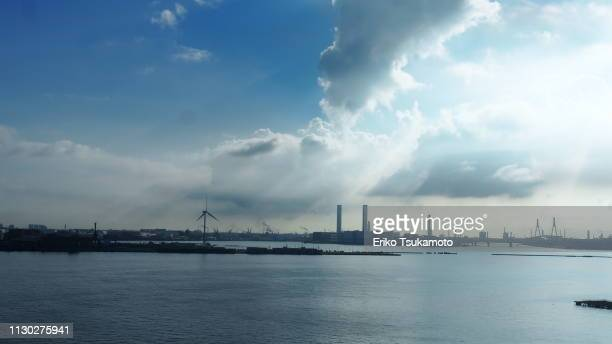 tokyo bay seen from yokohama - 塔 stock pictures, royalty-free photos & images