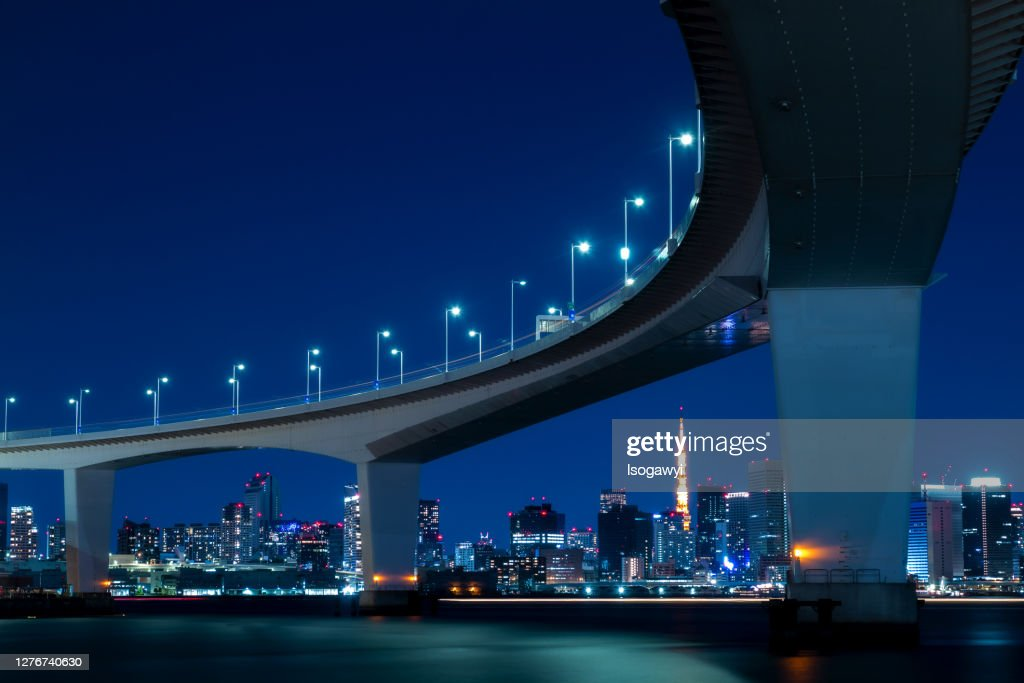 Tokyo City Skyline At Night Under The Bridge Of The Metropolitan Expressway : ストックフォト