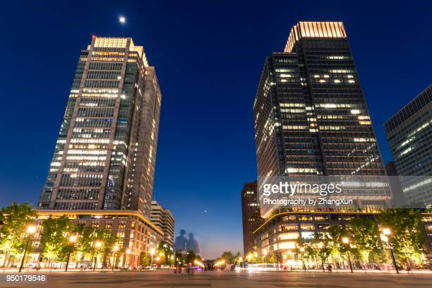 tokyo city street skyline at night, marunouchi, otemachi, japan. - 丸の内 ストックフォトと画像