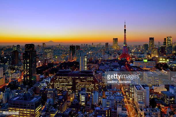 tokyo cityscape at sunset - ロマンチックな空 ストックフォトと画像