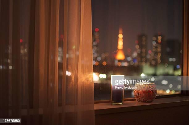 tokyo cityscape with tokyo tower - rebord de fenêtre photos et images de collection