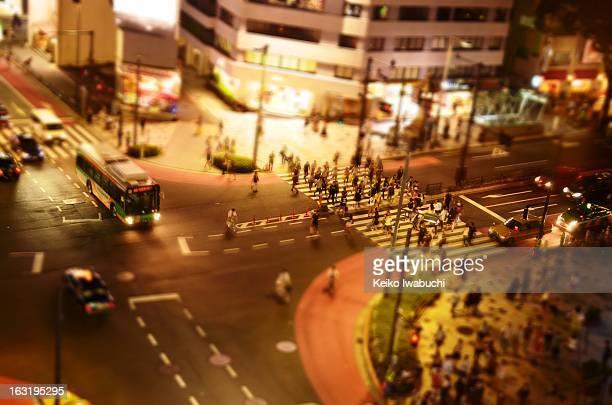 tokyo crossing in omotesando - 表参道 ストックフォトと画像