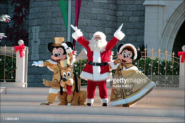 Tokyo Disneyland Park Will Ring In A Traditional And Romantic Yuletide With The Christmas Fantasy Special Even In Tokyo Japan On November 04 2001 The...