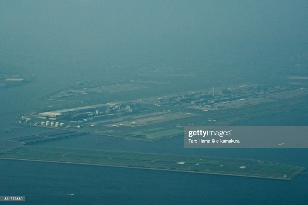 Tokyo Haneda International Airport daytime aerial view from airplane : ストックフォト