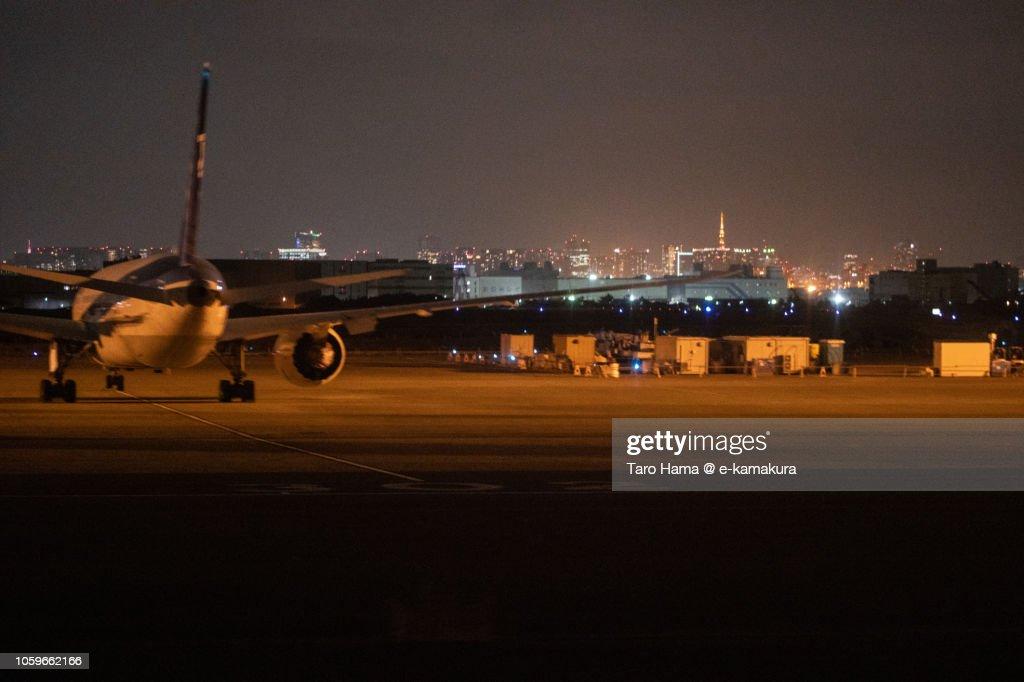 Tokyo Haneda International Airport in the night : ストックフォト
