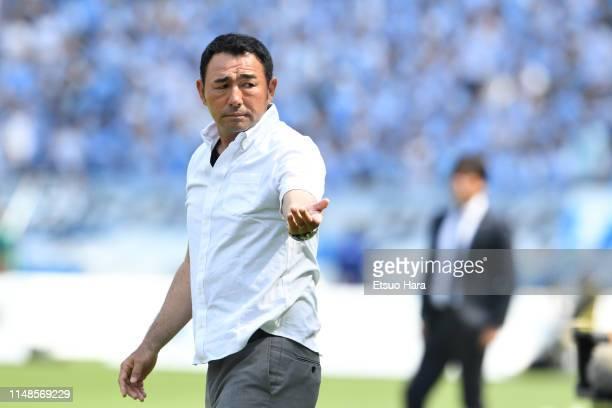 Tokyo head coach Kenta Hasegawa gestures during the J.League J1 match between FC Tokyo and Jubilo Iwata at Ajinomoto Stadium on May 12, 2019 in...